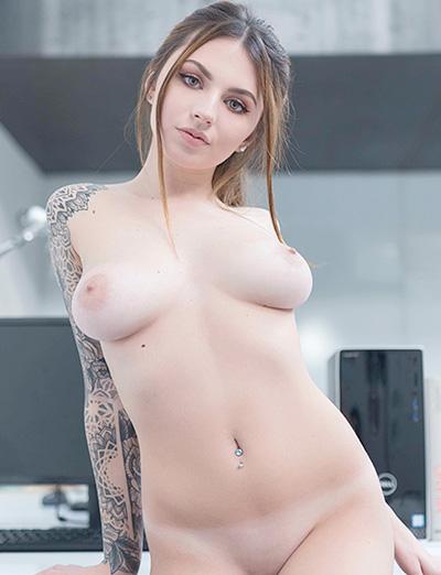 Imagens sensuais de mulheres tatuadas