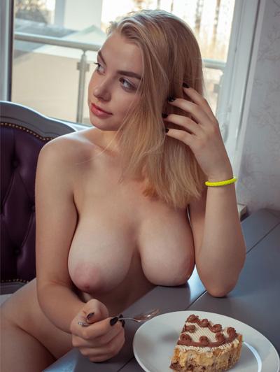 Fotos de mulheres peladas mostrando os seios