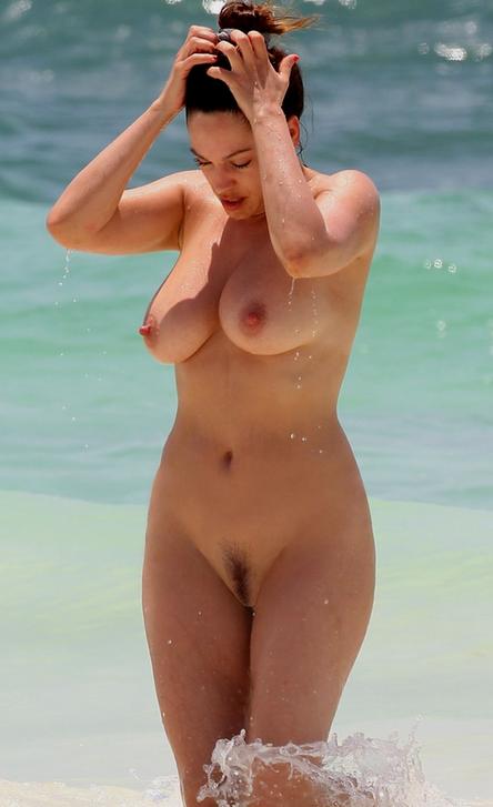 Fotos de Gostosas na Praia de Nudismo