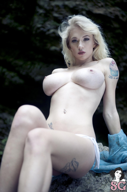 tatuadas nuas