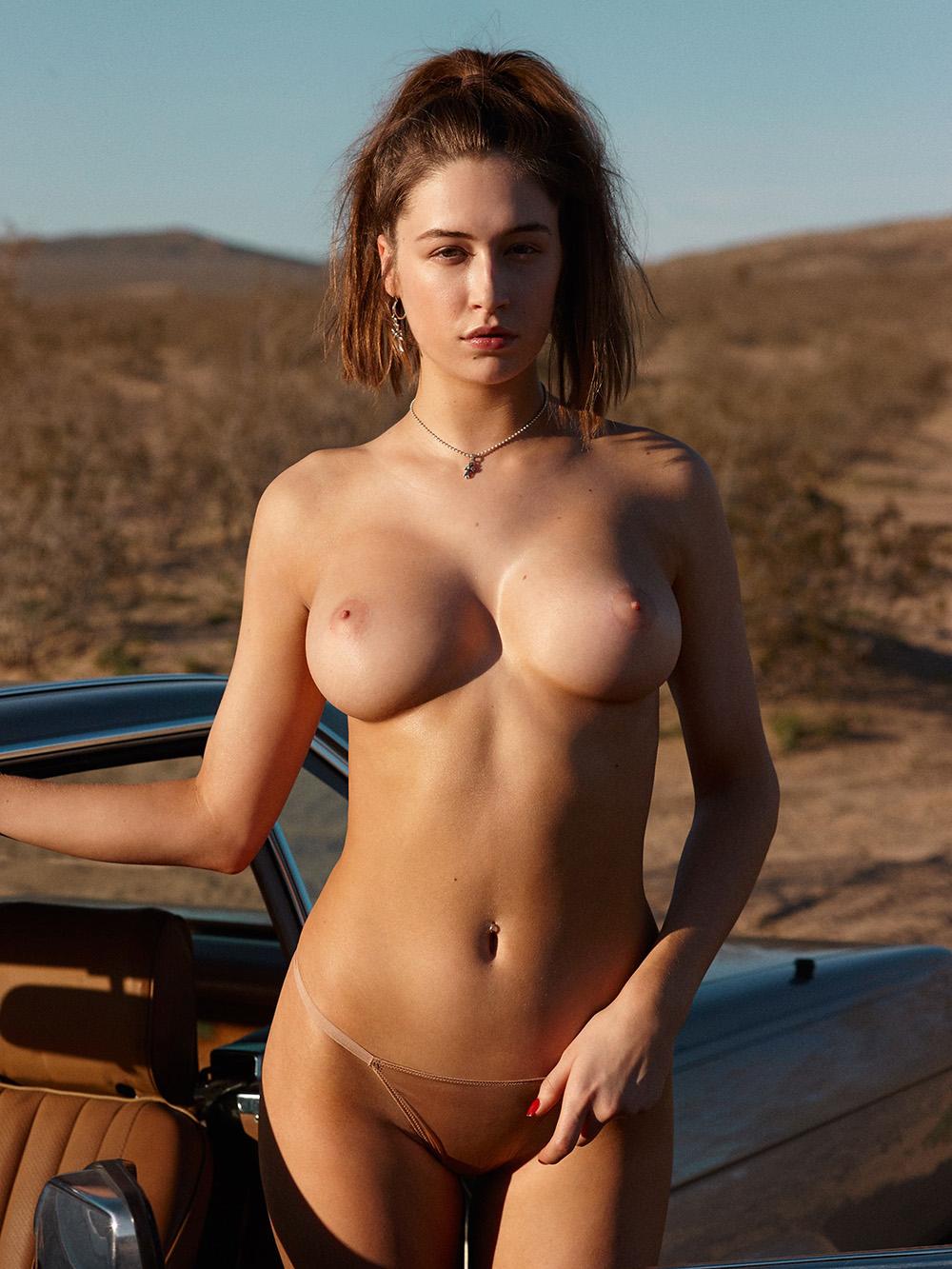 fotos de mulheres mostrando os seios