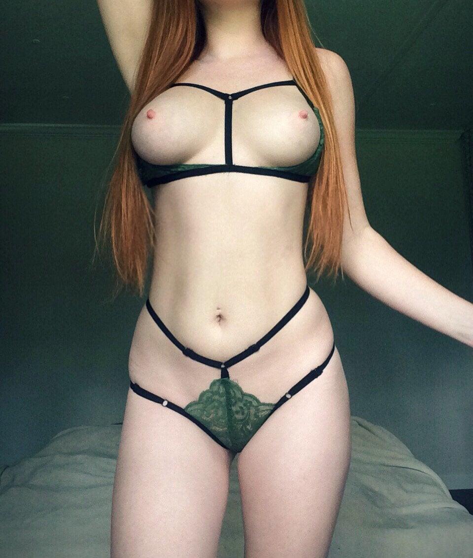 Gostosas de lingerie peladas